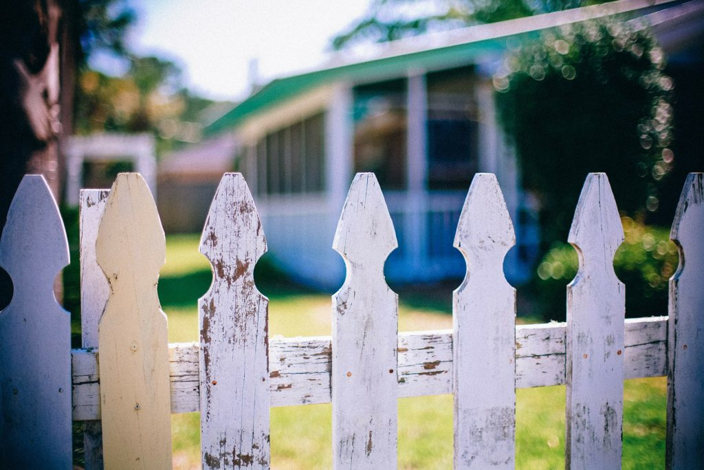 picket-fences-neighborhood-building-lot-historical349713_1920