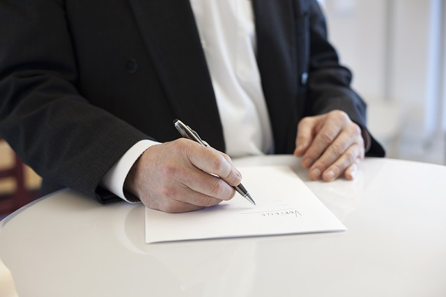 contract-signing-house-build-bidding